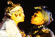 Mali, Essakane festifal, Khaira Arby kisses an old woman.