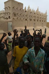 Mali, Nionkoro mud mosque and 20 children.