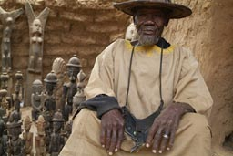 Old Dogon in his shop, Artisanat in Ende village