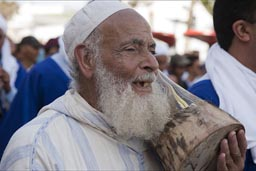 Alhamdouchia, old and beard and drum.