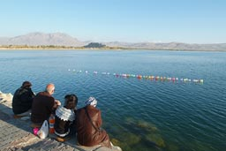 Weekend, lake Van, Kurds, ballons on lake.