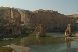 Bridge over the Tigris, minaret, Hasankeyf, Turkey.