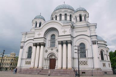 Kaunas, St. Michael the Archangel's Church, anyone spots the boys?
