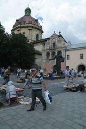 Book market, L'viv, church of assumption.