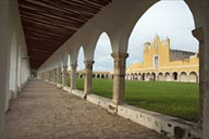 Long arcades/colonnades, Izamal