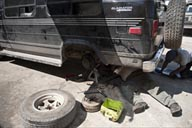Fixing a wheel bearing problem on the Gladiator Chevy in Cancun.