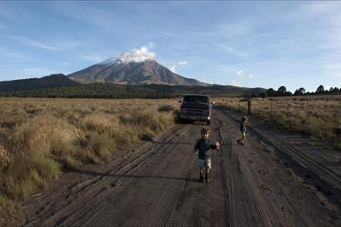 Popocatepetl, Paso de Cortes. The boys and the van.